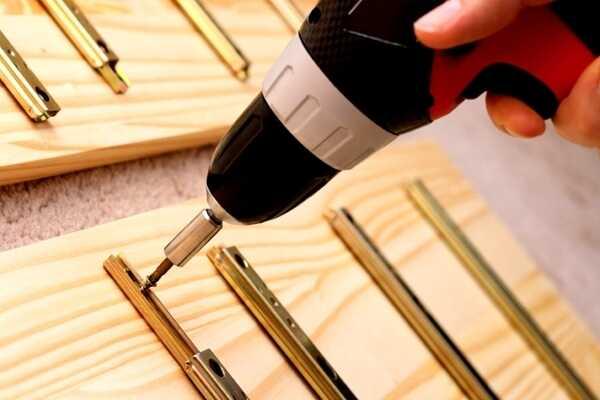 Кріплення для меблевої промисловості